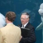 97% дельфинов желают изнасиловать престарелых священников