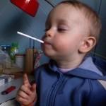 В Голландии вышли в продажу детские сигареты для детей от 3 лет. При поджигании в них плавится карам…