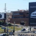 В 2009 году Audi разместила рекламный щит модели A4, глаcящий: «Твой ход, BMW». В ответ рядом был ус…