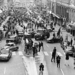 Улица в Швеции, на следующий день после того как левостороннее движение поменяли на правостороннее….