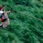 В Колумбии дети нескольких семей, живущих в тропическом лесу, в 65 км к юго-востоку от Боготы, добир…
