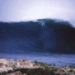 На фото самая большая волна, зафиксированная людьми, наблюдалась около Японского острова Ишигаки в 1…