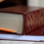 Книгу стандартного формата в 500 страниц нельзя раздавить, даже если поставить на нее 15 вагонов, гр…