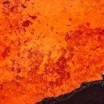 Джеф Макли стал первым человеком, приблизившимся к жерлу вулкана. Надев специальный термокостюм, он …